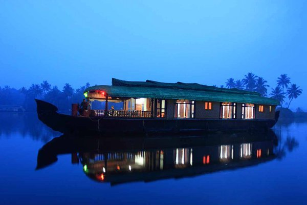 alleppey-houseboat-cruise-backwater-stay_1